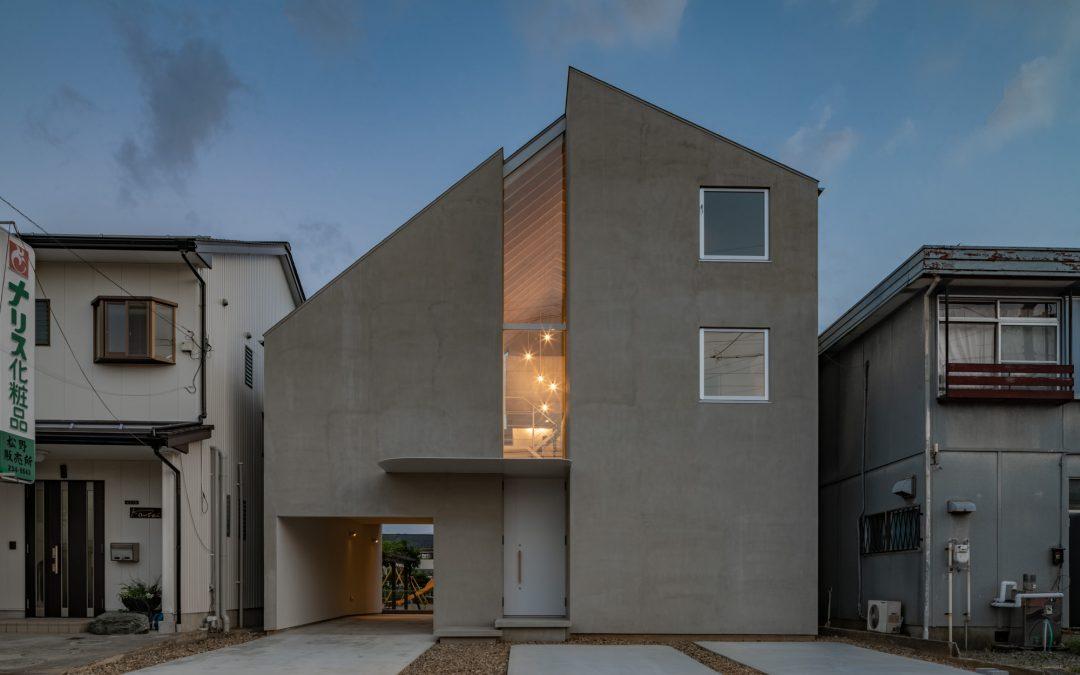 跟公婆一起住的設計住宅提案!日本建築師武藤圭太郎打造親密與隱密平衡的極簡「二代共居宅」