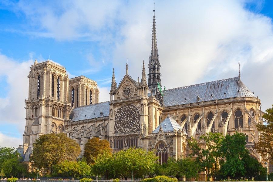 保守或創新?法國廣邀全球建築師重建巴黎聖母院尖頂