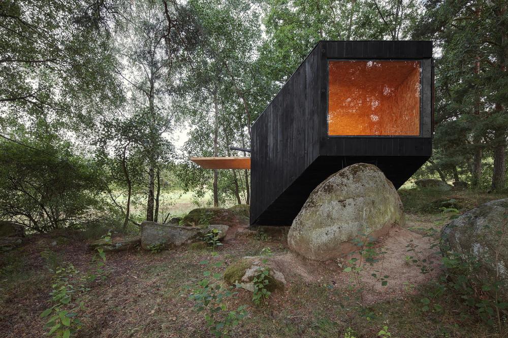 世人的心靈避難所?森林中的「諾亞方舟」捷克建築團隊Uhlik Architekti操刀「森林遁世所」