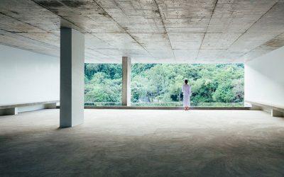 極簡主義的純白冥想空間 泰國春武里府的女性冥想中心